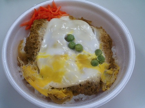 Hirekatsudon,_pork_fillet_cutlet_with_rice_by_nishidaryuichi.jpg